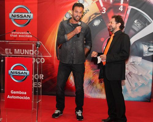 Kiko Narváez con el Mago More, presentador de la velada.