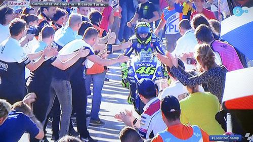 A pesar de su derrota, Rossi sintió el aliento de los 'suyos'. Imagen Telecinco