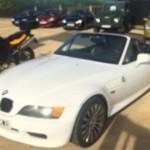 BMW Z3, un modelo descapotable conducido por Pierce Brosnan en su debut en la saga, Goldeneye, y que está disponible en segunda mano a partir de 8.000 euros