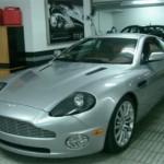 El Aston Vanquish, también firmado por Aston Martin y utilizado en Muere otro día, protagonizada por Pierce Brosnan. En el mercado de ocasión es posible encontrarlo a partir de 80.000 euros