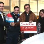 Charo y Fran con Pablo Sánchez, asesor de Yuncar Motor