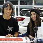 Danny León junto a su novia