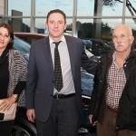 Luis, con su mujer, y Nicolás Linares, Comercial de Yuncar Motor