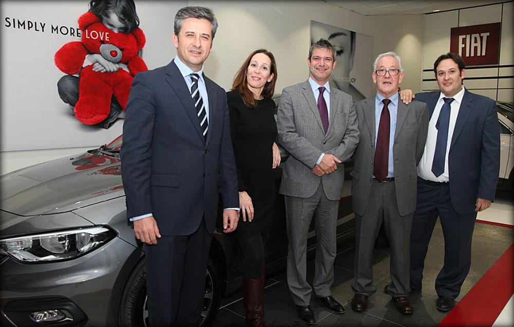 De izquierda a derecha: Alberto de Aza, director de Fiat y Abarth; Laura Ascaso; Luca Parasacco, consejero delegado de FCA de España y José y José Ramón Ascaso.