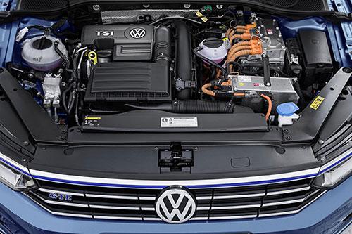 Volkswagen-Passat-GTE-4