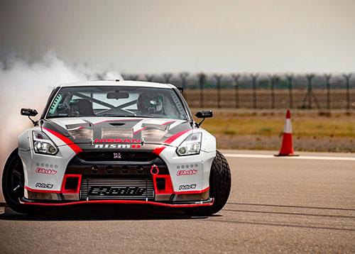 Nissan-GT-R-1