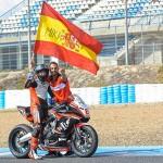 El español Mika Pérez celebra su título de la European Junior Cup