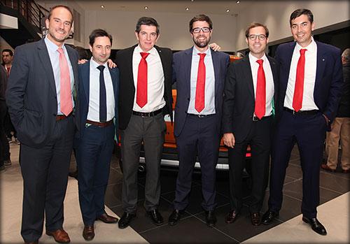 Pablo Cofán, jefe de Prensa de SEAT (segundo por la dcha), con miembros del 'staff' de la marca española.