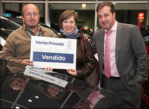 Francisco con su mujer y Jose M Molina de Yuncar Motor