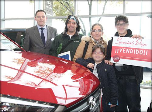 Jonathan y su familia con Nicolas, de Yuncar Motor