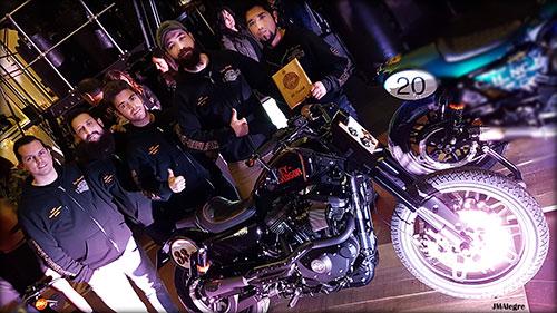 El equipo de Harley-Davidson Sevilla con su Trackster