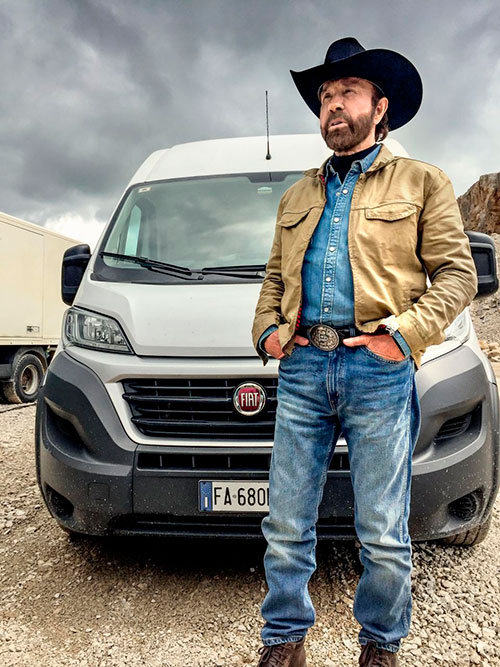 chuck norris protagonista de la campa a publicitaria de fiat professional. Black Bedroom Furniture Sets. Home Design Ideas